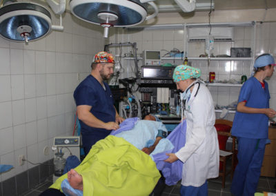 Andrew-Royse-and-Anesthesiologist-Chloe-Maycock-Preparing-a-Patient-for-Surgery