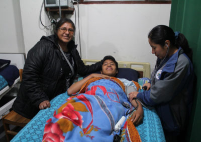 Kausay-Wasi-Nurse-Shindy-with-Patient-and-Mother